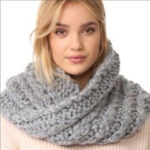Rebecca Minkoff gray chunky scarf